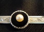 VINTAGE STERLING SILVER AND CULTURED PEARL TIE CLASP (sold)